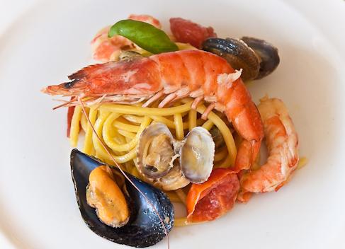 Spaghetti allo scoglio e zafferano…Sara knows good cooking