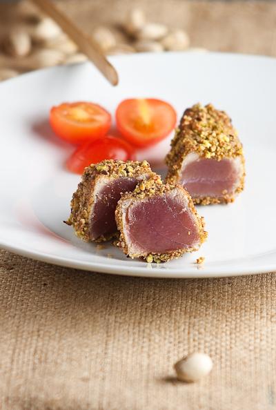 Figura di tonno in crosta di pistacchi. Uscita d'emergenza per single