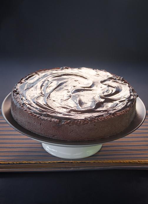 Torta al triplo cioccolato e sale Maldon (e alcuni biscotti di recupero)