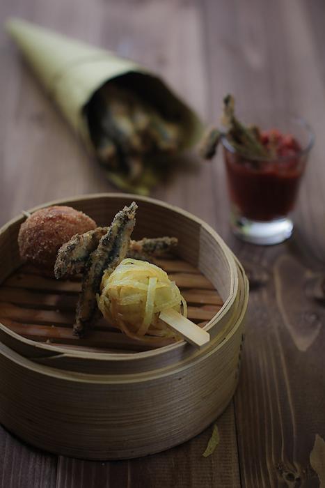 Spiedini di alici con crocchè a gomitolo, mozzarelline e Malterreno Quota101