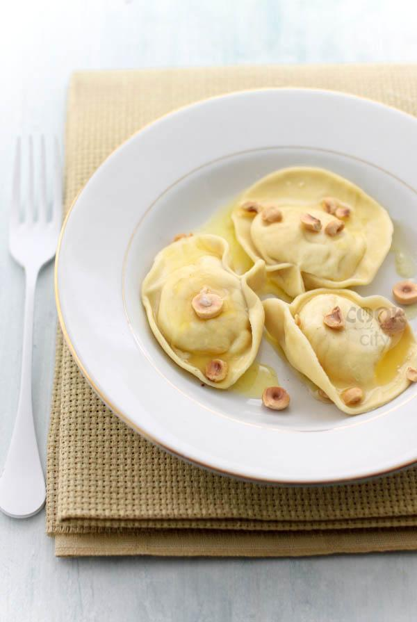 Tortelloni di patate e nocciole
