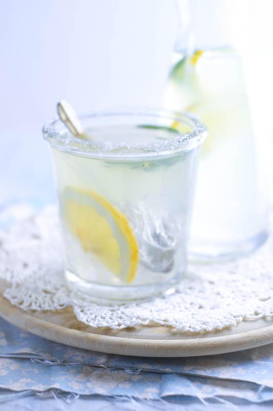 Una bibita alla salvia e limone