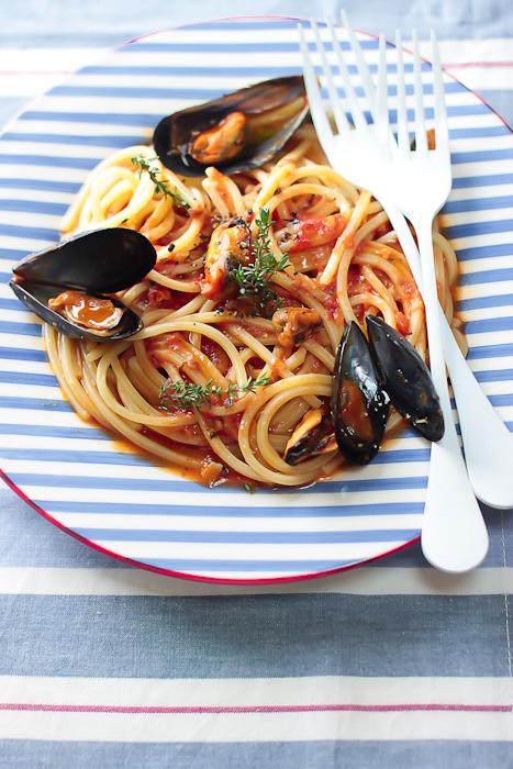 Spaghetti (quadri) alle cozze in cocotte
